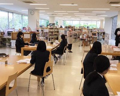 図書ガイダンス・学年別オリエンテーションの様子2